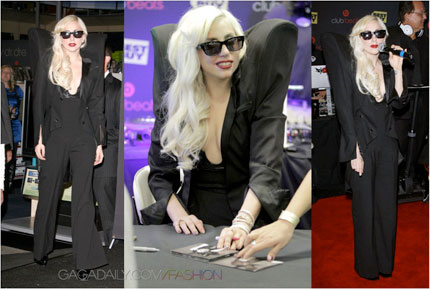 shoulders_gaga