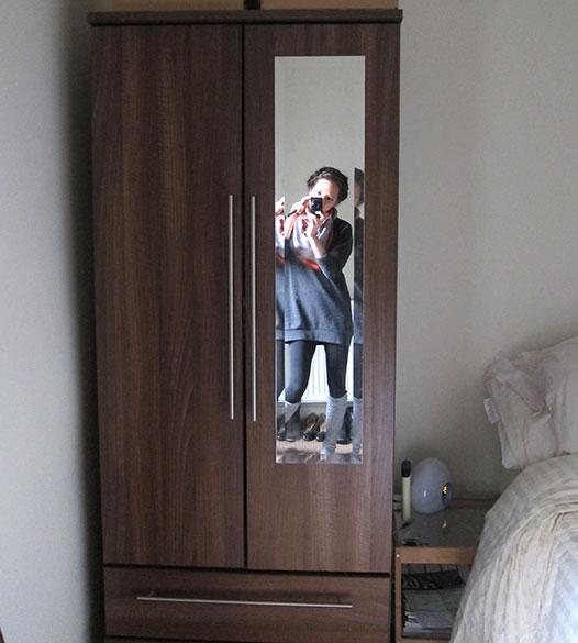 Small-wardrobe