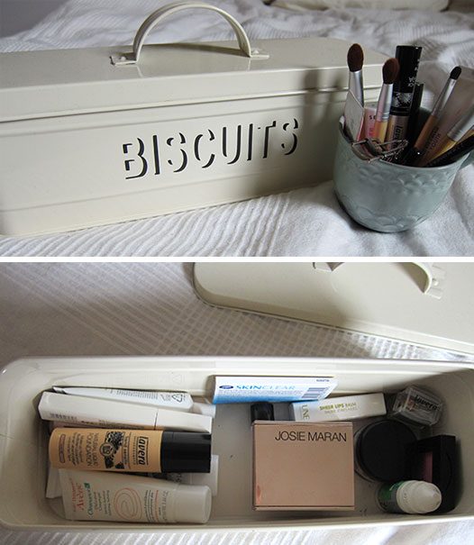 minimalist-makeup-storage